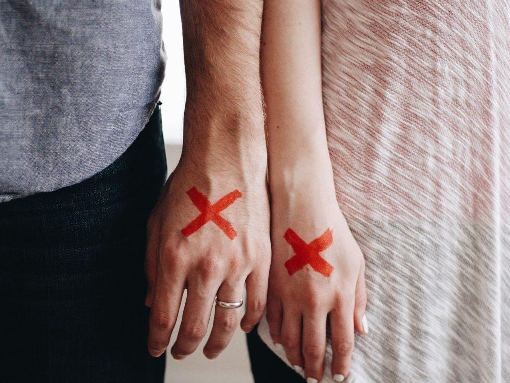 couple hands 1024x768 - Divorce and Dentistry: Repairing Broken Relationships