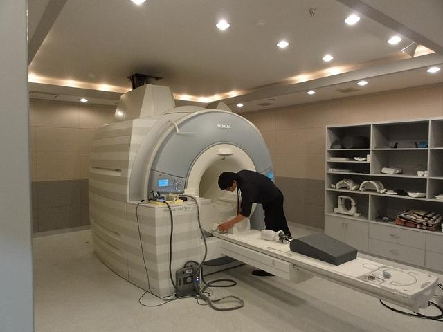 3T MRI scanner - Dental Age Estimation Using MRI of Wisdom Teeth