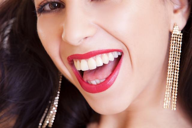 girl smile - Benefits of Chairside Teeth Whitening